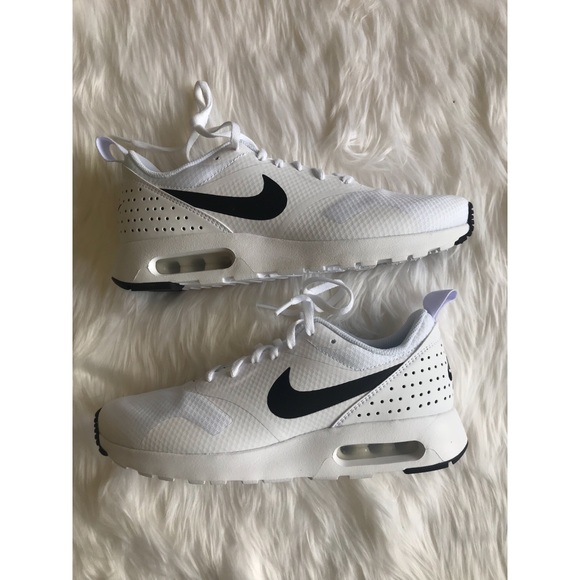Nike Shoes - NEW! Women's Air Max Tavas